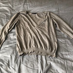 Gray V-neck long sleeve shirt